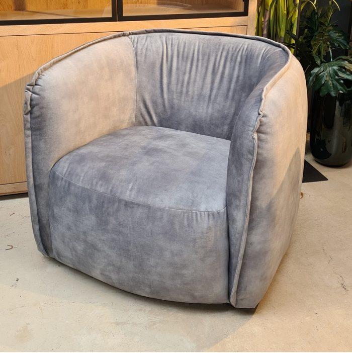 Een strakke ronde fauteuil