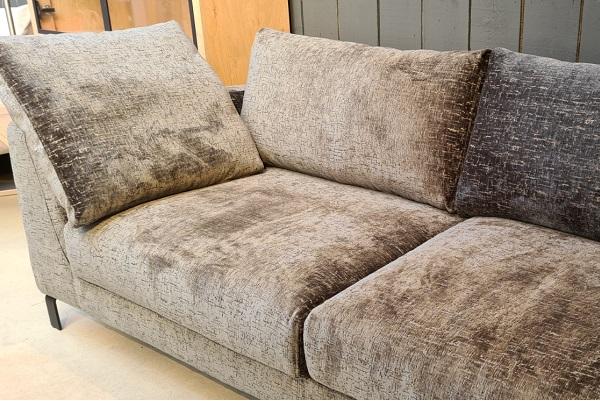 Comfortabele loungebank op pootjes