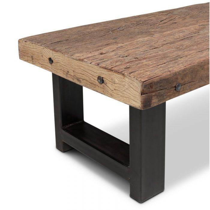 Robuuste salontafel van teak hout