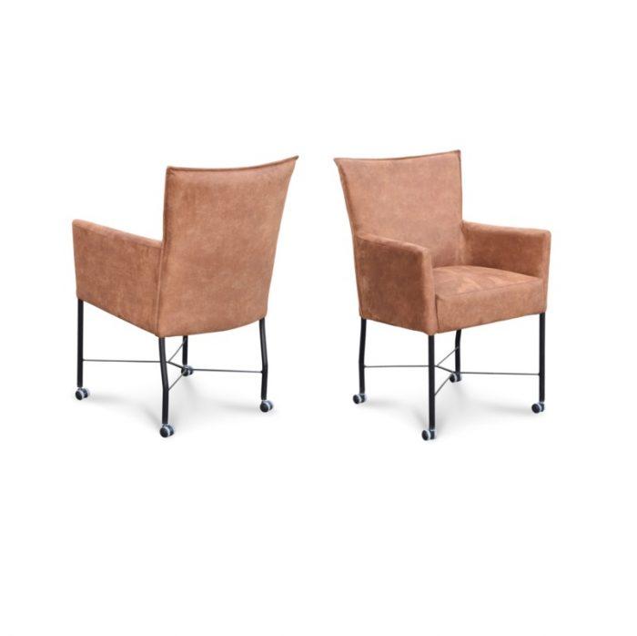 Comfortabele eetkamerstoel met een hoge rug
